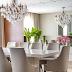 Sala de jantar contemporânea com painel de madeira e espelhado + aparador em laca!