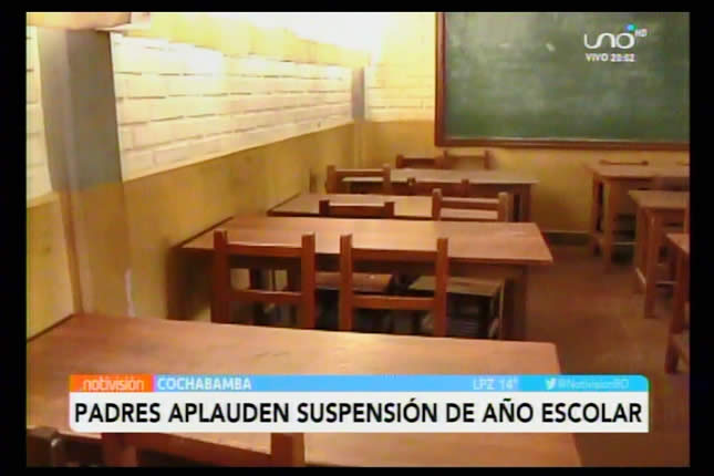 Padres aplauden la clausura del año escolar determinado por el Gobierno