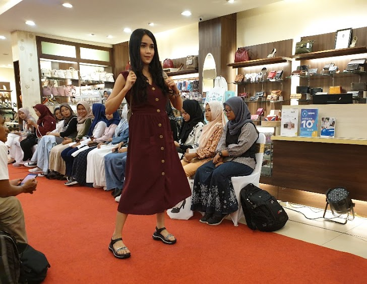 Serunya Fashion Show Dan Diskusi Motivasi Bareng Elizabeth Yogya