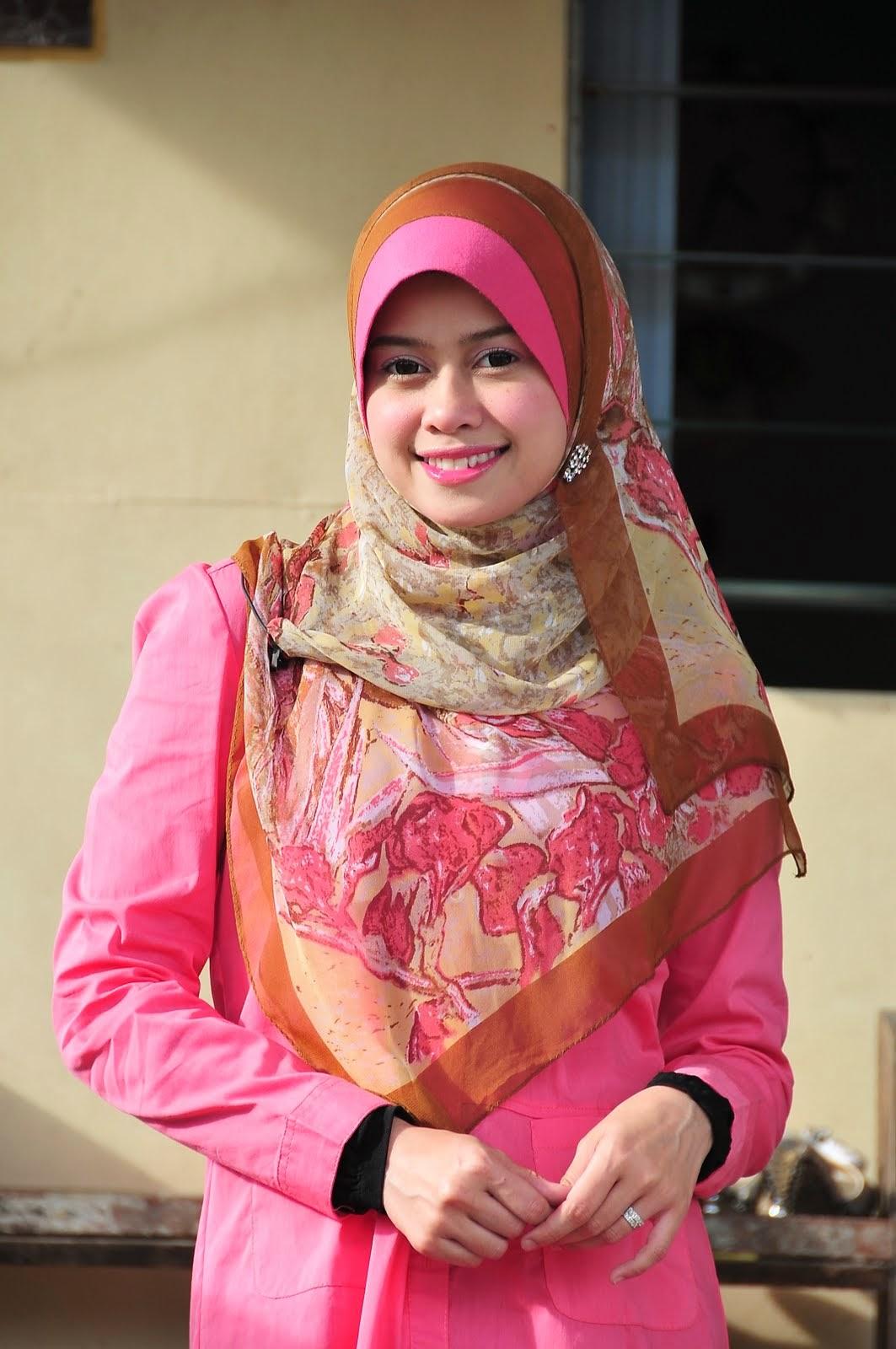 Foto 10 Artis Wanita Berjilbab Paling Cantik dan Manis di Malaysia | liataja.com