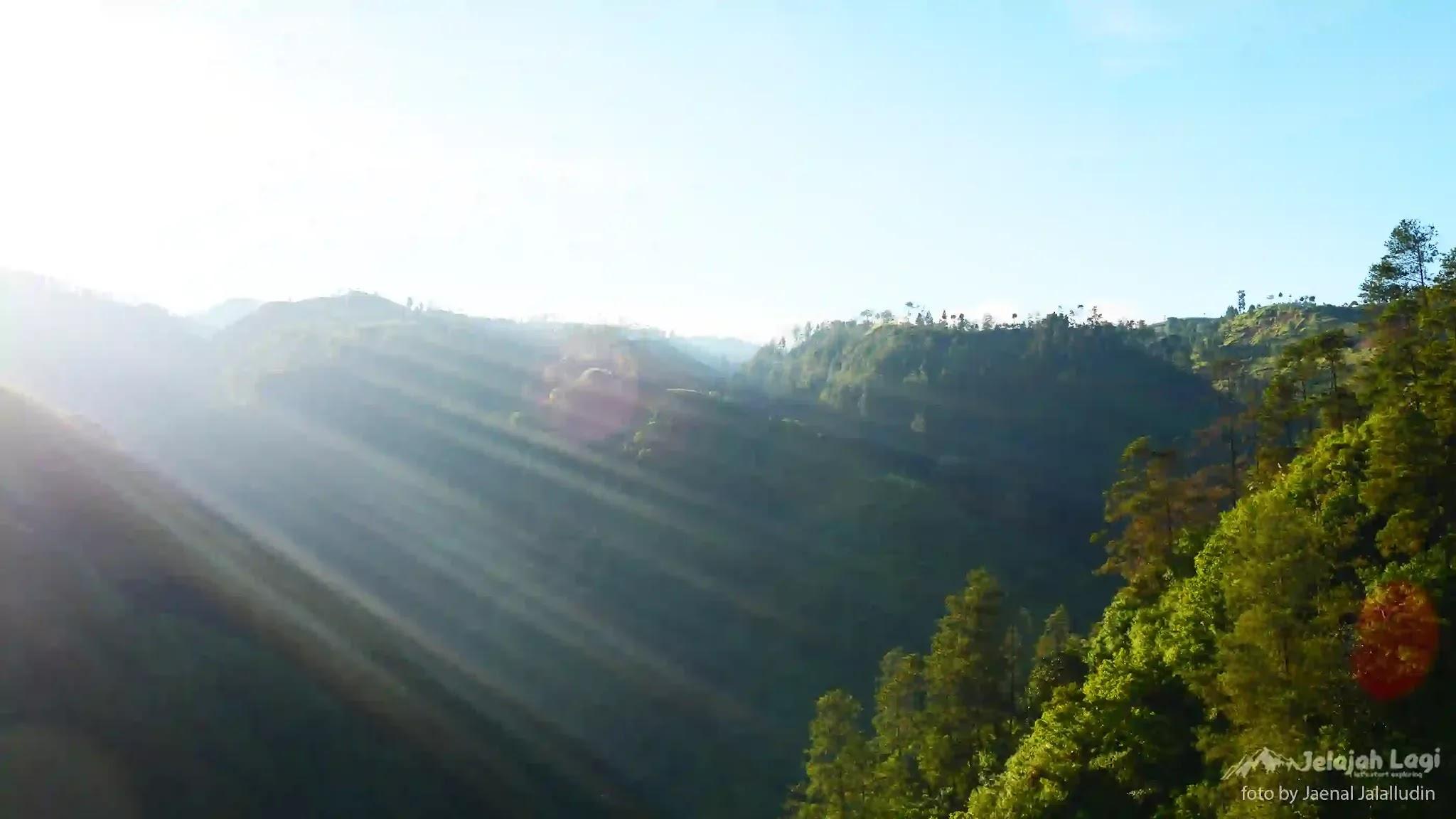 Ray of Light Waru Doyong Brebes Jawa Tengah - Foto by Jaenal Jalalludin Jelajah Lagi Team