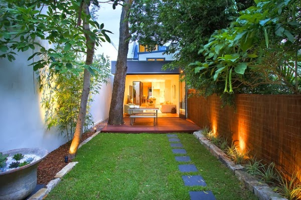 10 soluciones para jardines largos y estrechos guia de for Jardines pequenos y bellos