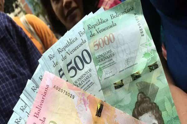 """Bachaquero hacen de las suyas con el efectivo mientras el gobierno """"mojonea"""" al pueblo"""