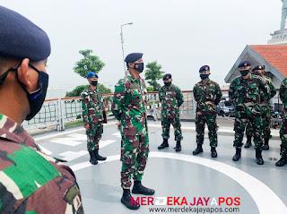 Komandan KRI Nala saat menerima penghormatan dari Prajuritnya