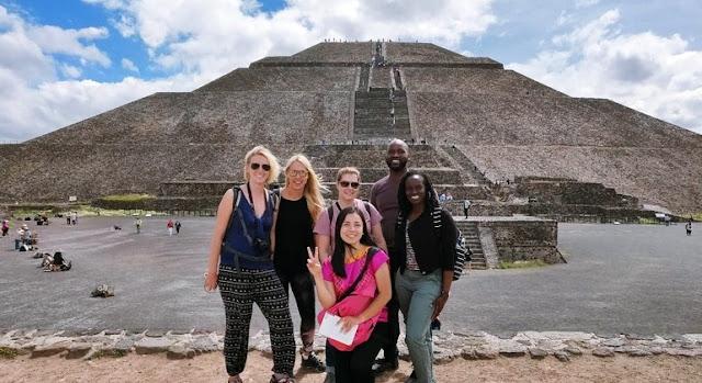 La Ciudadela fue construida en el año 200 a.C., en el extremo sur del centro ceremonial. Aquí se alojan importantes edificaciones religiosas como el templo de Quetzalcóatl, un oratorio central y construcciones donde se cree vivían altos dirigentes.  Actualmente puede subirse para obtener unas vistas de 360 grados del lugar
