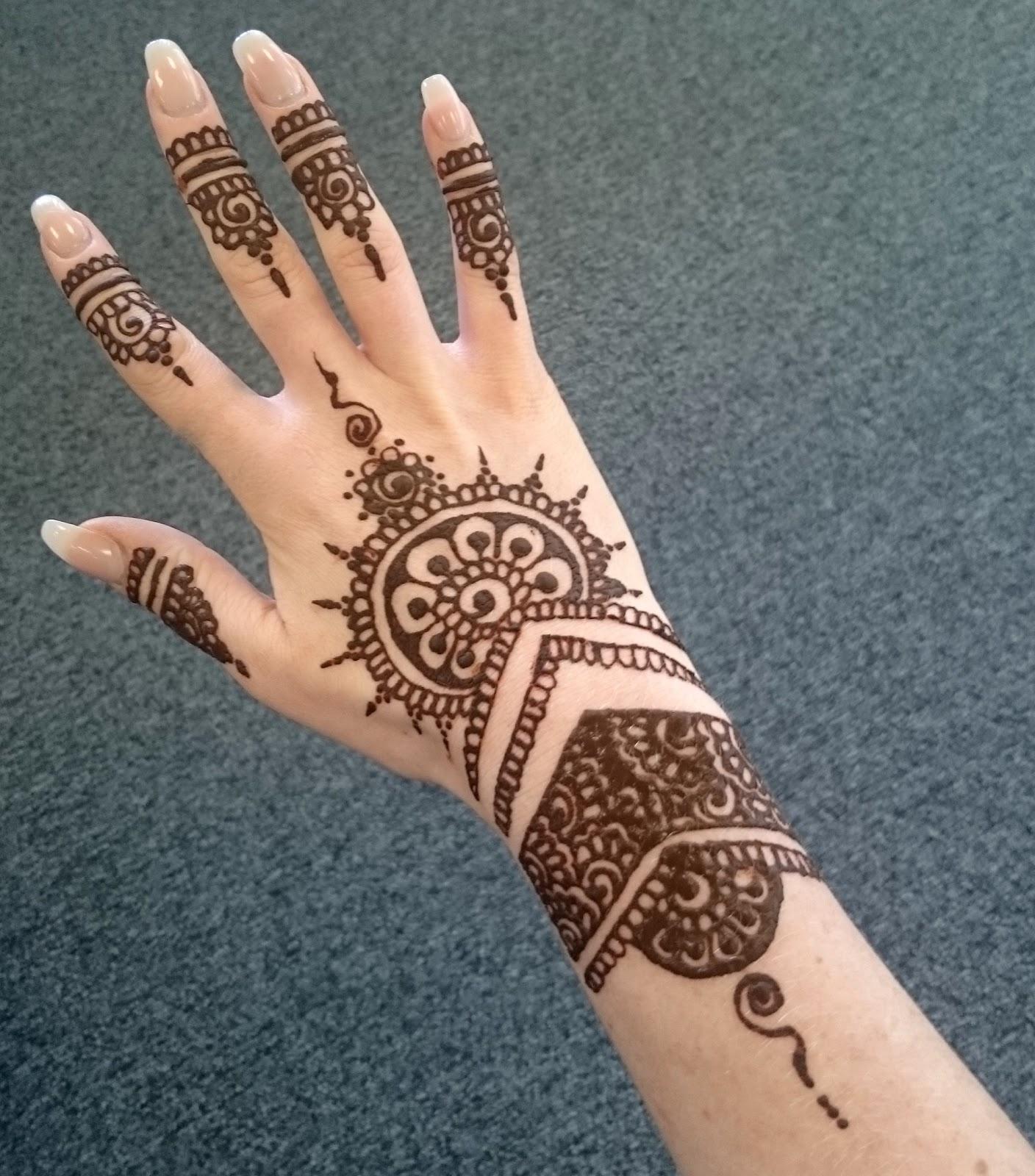 Black Henna Tattoo Designs: Katy Harmston: Holiday Henna
