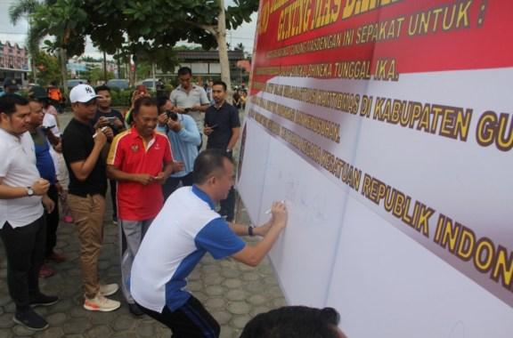 Bupati dan Wakil Bupati Gumas hadiri Deklarasi Anti Kerusuhan Gunung Mas Damai