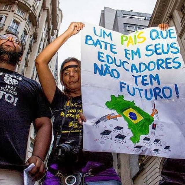 Um país que bate em professor não tem futuro, diz o carta do professor herói.