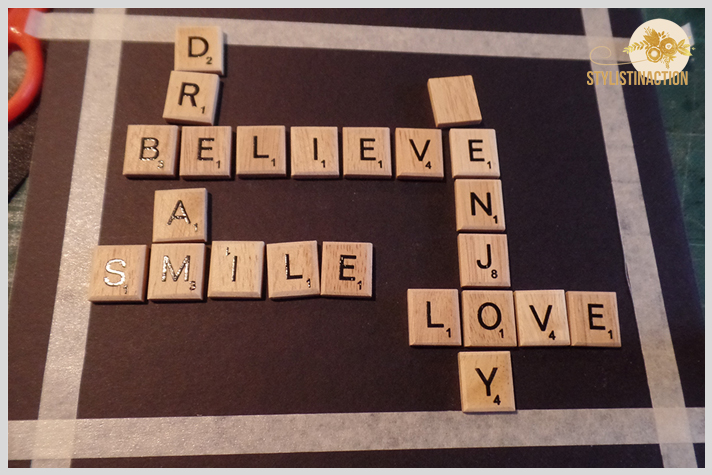 Cuadro con letras de scrabble formando palabras. Paso a paso post DIY by Stylistinaction