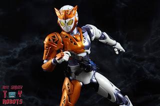 S.H. Figuarts Kamen Rider Valkyrie Rushing Cheetah 11