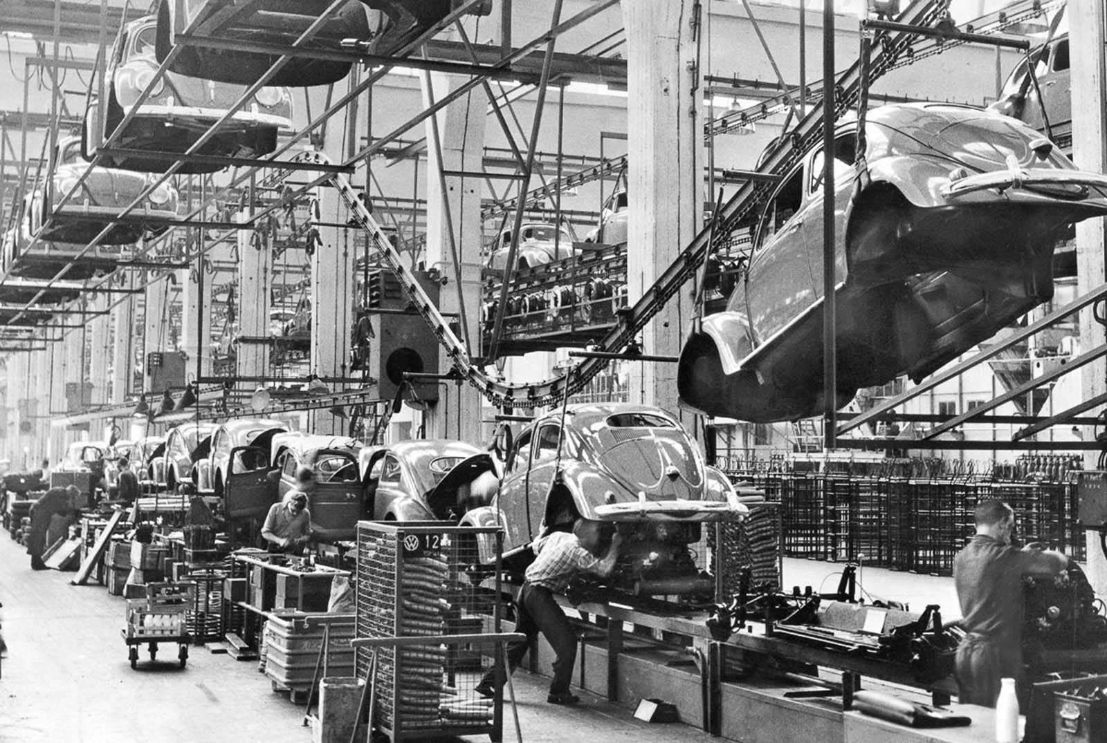 The assembly line. 1958.