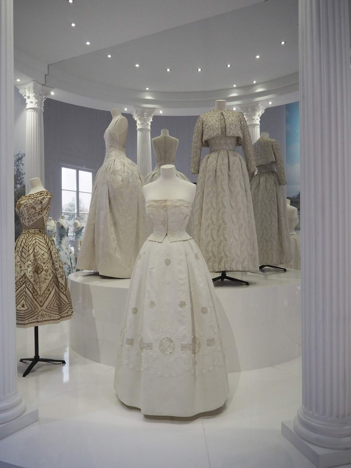 fashion exhibition christian dior london