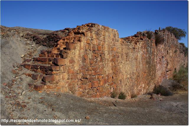 Restos muro minas de S. Quintín
