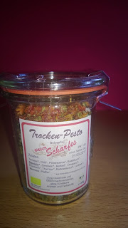 Trocken Pesto im verschließbaren Glas