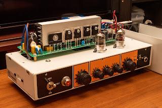 TERROR BASS は伝統的なベースの音色を出力してくれる