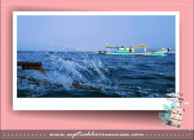 Perjalanan menuju Pahawang menyewa kapal nelayan
