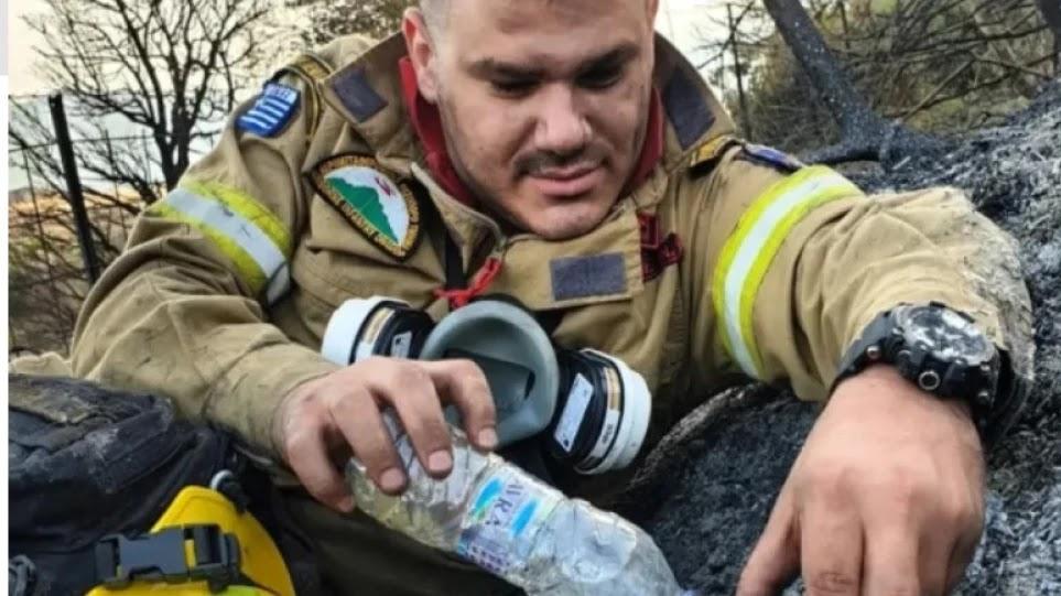 Ο Έλληνας πυροσβέστης που συγκινεί την Ευρώπη