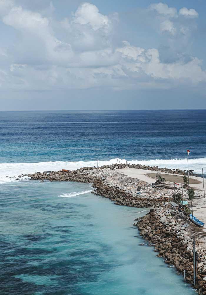 Fasilitas Wisata di Pantai Melasti Uluwatu Bali