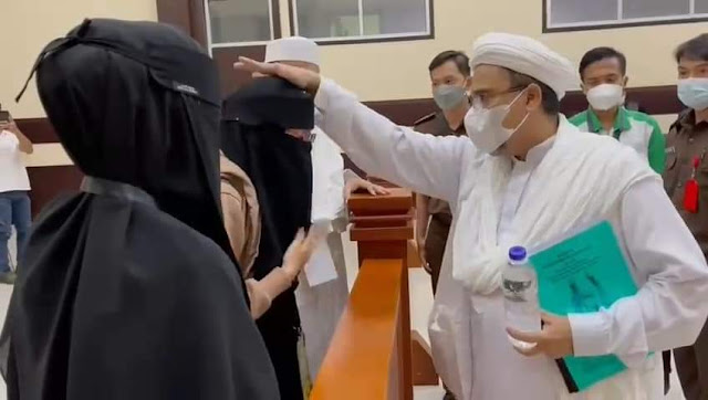 Soal Bom di Gereja, Habib Rizieq Bilang Haram Ganggu Ibadah Umat Kristiani