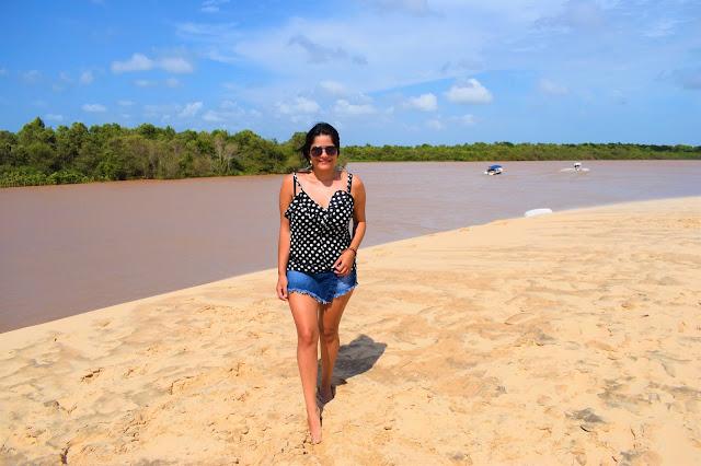 areia, rio e mata