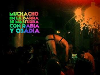 VER ONLINE Y DESCARGAR: Muchacho en la Barra se Masturba con Rabia y Osadia - CORTO - Mexico - 2015 en PeliculasyCortosGay.com