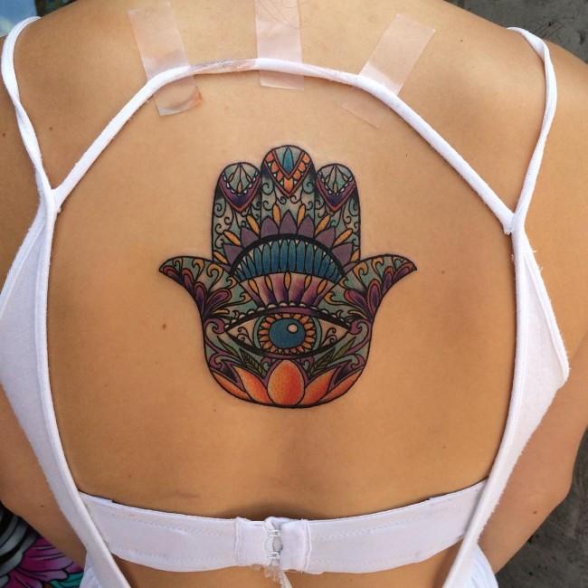 tatuajes hamsa para mujeres