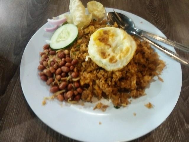 """Nasi goreng teri Medan;Nasi Goreng Teri Medan, Kuliner Nusantara Khas Aceh;Sajian Khas Melayu """"Nasi Goreng Teri Medan"""";Nasi Goreng Teri Medan di Kedai Pak Cik Abin Malang;"""