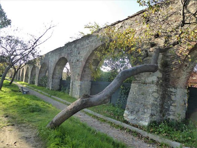 acquedotto mediceo alla periferia di Pisa