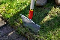 wyrównywanie krawędzi trawnika
