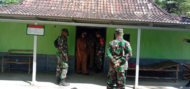 Kodim Sragen - Bukan main Senangnya Didik Wahyu warga Baleharjo saat di kunjungi team Itdam lV Diponegoro