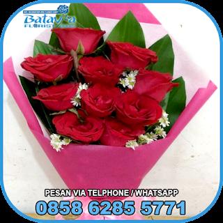 toko-bunga-tangan-bekasi-karangan-bunga-tangan-hand-bouquet-buket-wisuda-pengantin-pernikahan-mawar-matahari-di-bekasi-06