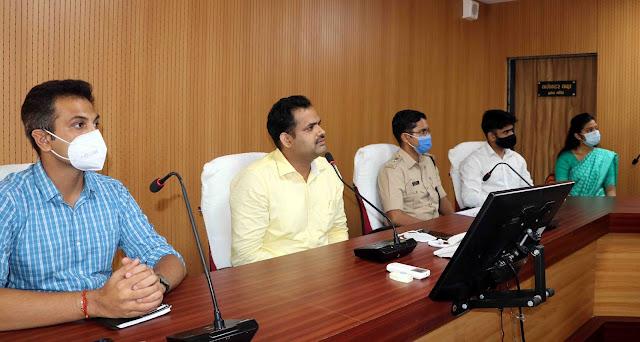सहायक कलेक्टर डॉ. नागार्जुन बी. गौड़ा, sdm srushti deshmukh together