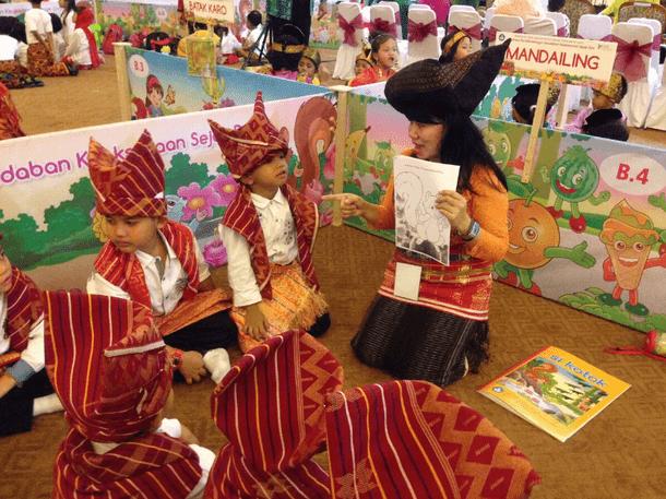 Kemendikbud Terbitkan Buku Cerita PAUD dalam 55 Bahasa Daerah