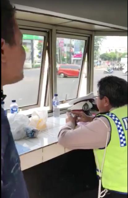 Viral, Video Polantas yang 'Cuek' Diam Seribu Bhs Waktu Di tanya Pengendara yang Ditilang