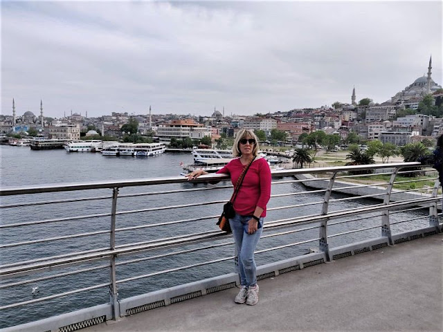 veduta da uno dei ponti di istanbul