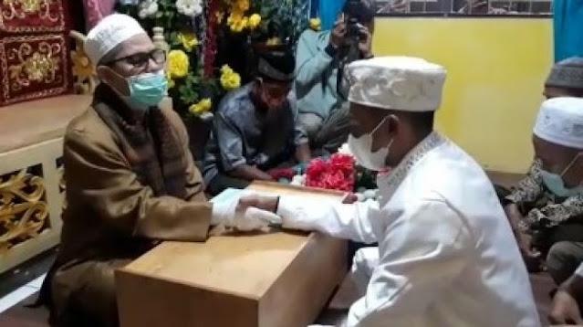 Unik! Sejoli Menikah dengan Mahar 350 Telur, Tamu Undangan Riuh