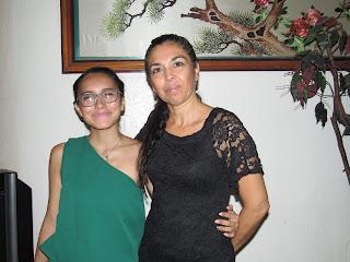 Carmen y Lizett González.