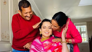 kangana ranaut with her mother-father on her birthday