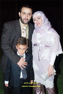 الفنان احمد السقا وزوجته وابنه