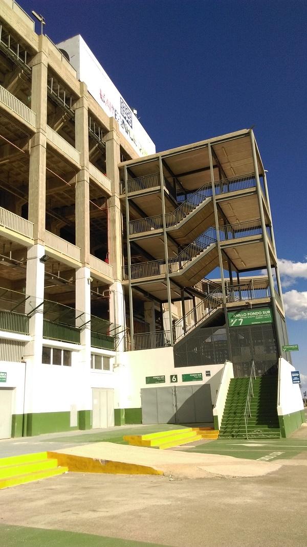 Klatka schodowa na stadionie w Elche - fot. Tomasz Janus / sportnaukowo.pl