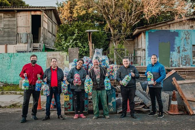 Protetor Felipe recebe doação de tampinhas para custear castração de animais de rua