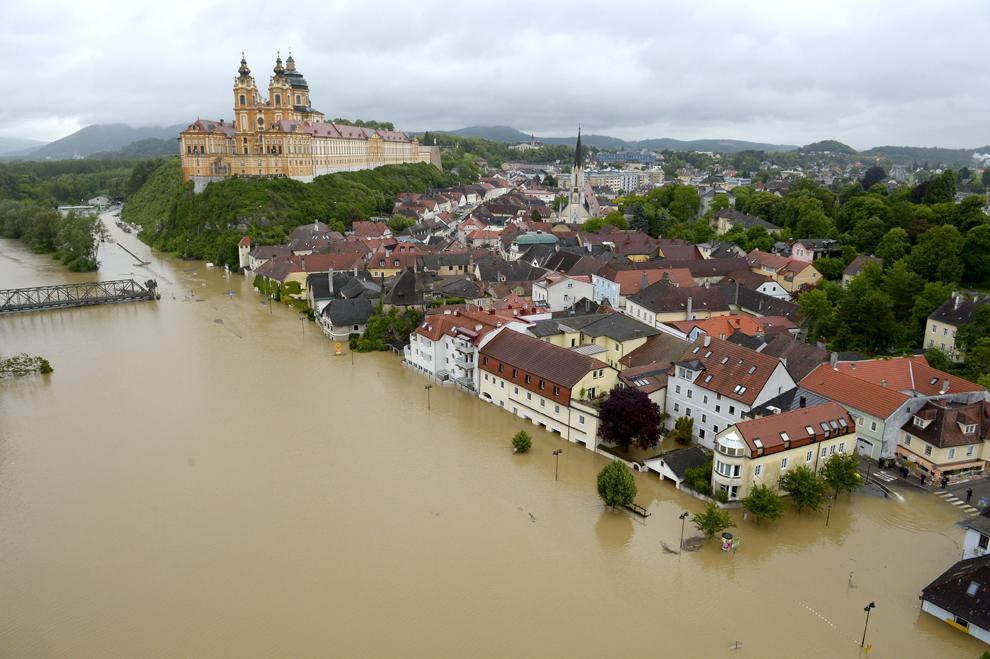 überschwemmung österreich