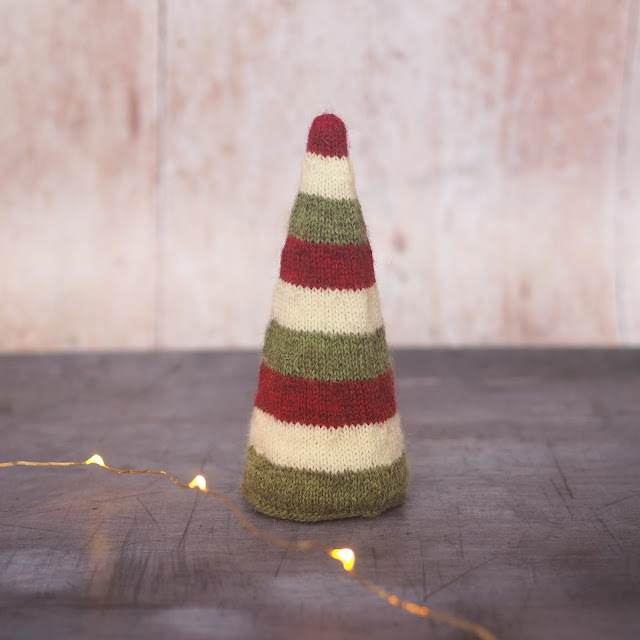 9 row stripe conical tree in red, green and cream