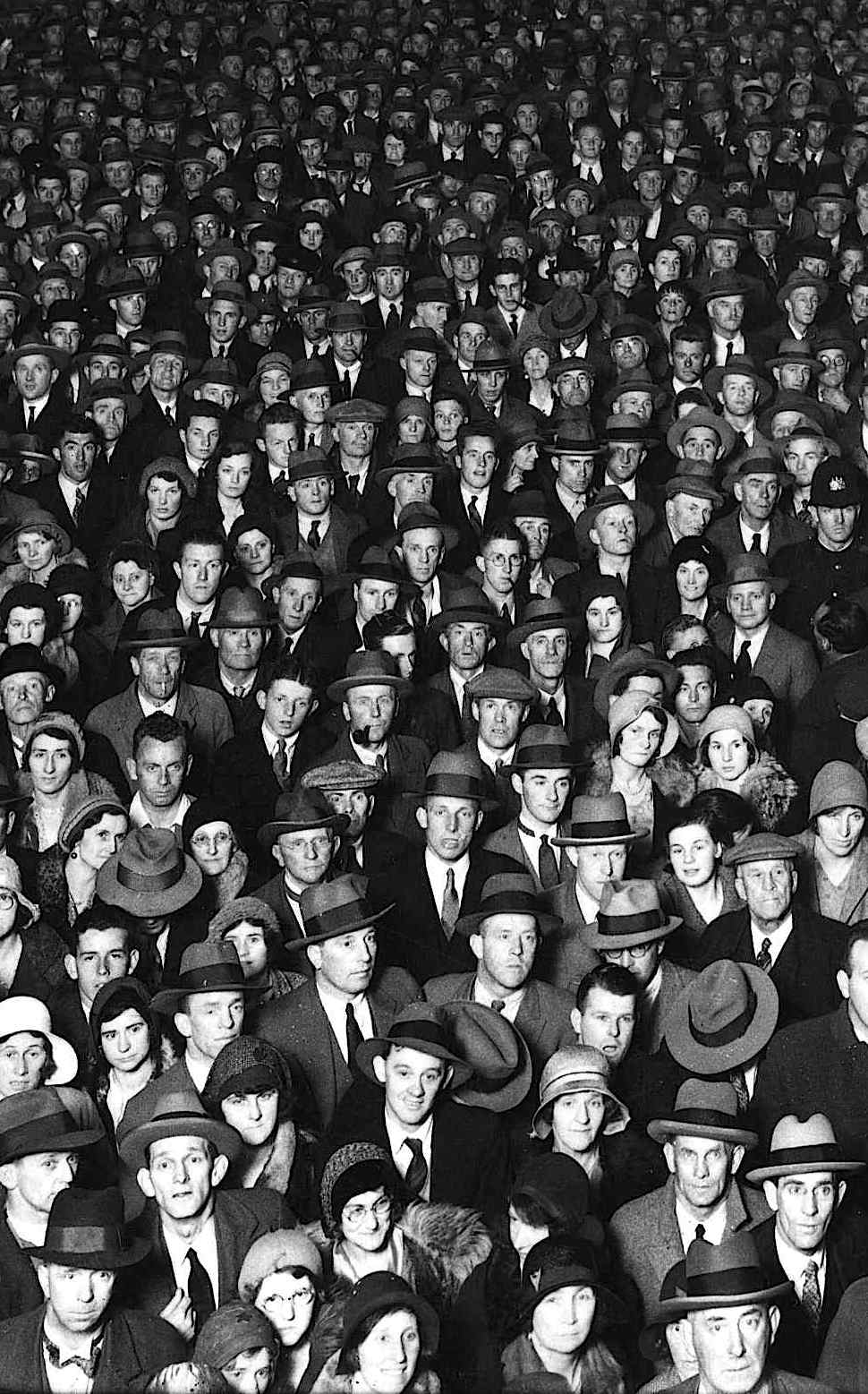a 1931 crowd of spectators facing the camera in a photograph