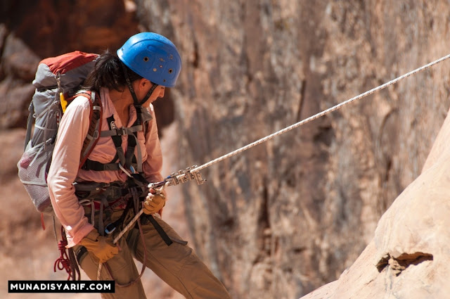 Siapa Bilang Perempuan Cantik Tidak Bisa Mendaki? Ini Buktinya!