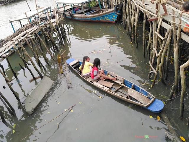 anak-anak kampung nelayan