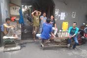 Warga RT.015/06 Jembatan Lima Inisiatif Sediakan Tempat Cuci Tangan Cegah Penyebaran Virus Corona