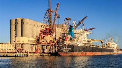 ميناء دمياط يصدر 3.3 ألف طن من المولاس
