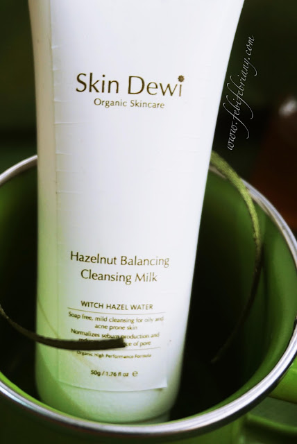 skindewi-hazelnut-balancing-cleansing-milk-review
