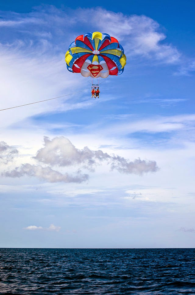 10 Most Famous Travel Destinations In Philippines | Parasailing in Boracay, Philippines